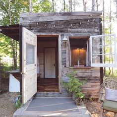 Treehouse cabins, backyard house, backyard ideas, porch garden, garden shed Cubby Houses, Play Houses, Shed Conversion Ideas, Restored Farmhouse, Backyard House, Backyard Ideas, Treehouse Cabins, Home And Garden Store, Cool Tree Houses