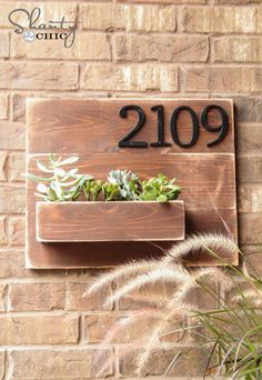DIY Address Number Wall Planter Small Wood Projects, Home Projects, Projects To Try, Diy Organizer, Diy Casa, Shanty 2 Chic, Address Numbers, Door Numbers, Address Plaque