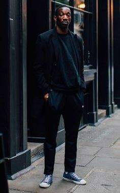 Vivien, Photographed in London - Click Photo To See All Black Mens Fashion, Black Outfit Men, Men Fashion, Men With Street Style, Men Street, Street Wear, Monochrome Fashion, Fashion Gallery, Urban Outfits