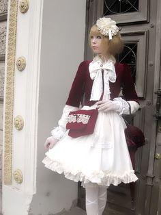 daily_lolita: Again, no aristocrat..