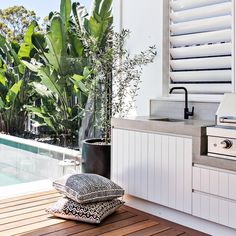 Excellent Private City Garden Design Ideas With Beach Vibes 47 Home, Outdoor Kitchen Design, Outdoor Entertaining Area, Interior And Exterior, Outdoor Dining, Outdoor Kitchen, Outdoor Rooms, Garden Design, Outdoor Design