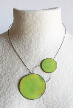 Two Points Necklace Green Enameled copper by mardecoLorrosa, €55.00