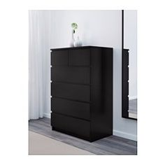 IKEA - MALM, Ladekast met 6 lades, wit gelazuurd eikenfineer, , De woning moet een veilige plek zijn voor het hele gezin. Daarom wordt er wandbeslag meegeleverd waarmee je de ladekast aan de muur kan bevestigen.Door het echte houtfineer wordt de ladekast in de loop der jaren steeds mooier.Wil je de binnenkant op orde houden, dan kan je het geheel completeren met de SKUBB bakken set van 6.De lades zijn makkelijk te openen en te sluiten. Met blokkeerstuk.