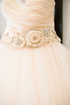 wedding dress belt. pretty