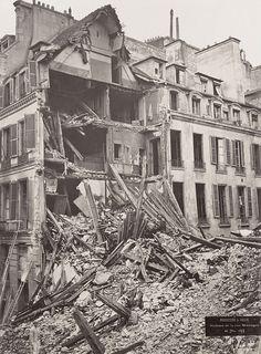 Paris 3e - Le sinistre du 22 rue Béranger - En 1878, il y avait là un magasin de jouets, dans lequel était entreposé du fulminate de mercure destiné à des pistolets à amorce pour enfants, qui explosa. L'explosion fit 15 morts et 22 blessés, et détruisit 2 maisons.