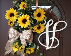 Simple and charming summer and fall wreath. Made on 18 grapevine wreath base, decorated with 2 cream and 1 orange hydrangea blossoms, surrounded by hydrangea and fern leaves , accented by tiny orange flowers. Finished with large burlap bow.  Add monogram of your choice for a personal touch.  Thank you for supporting handmade.
