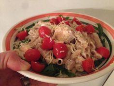 Dit is een heerlijk recept voor een zomerse frisse pasta met zalm en tomaatjes. Makkelijk gezond en een groot succes binnen ons gezin!