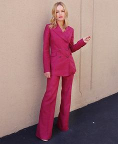 Kate Bosworth's Lovingly-Loaned Gabriela Hearst Suit – Red Carpet Fashion Awards - Red Carpet Star Fashion, Girl Fashion, Kate Bosworth Style, Neon Light, Look Rose, Red Carpet Looks, Grey Carpet, Red Carpet Fashion, Suits For Women