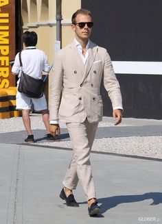 Street Style - double-breasted summer suit