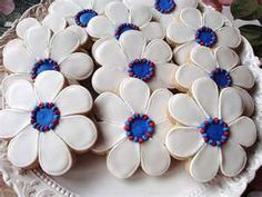 White and blue flower cookies, these could be a fun gift.