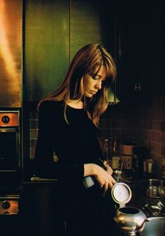 Françoise Hardy making tea