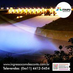 Gigante pela própria natureza, a Hidrelétrica de Itaipu, com suas vinte unidades geradoras capazes de gerar 14 mil megawatts (MW), seu vertedouro de impressionantes proporções e sua imponente barragem com 8km de extensão, é hoje o coração de um complexo turístico do qual também fazem parte a iluminação da Barragem, a Visita Panorâmica e o Circuito Especial. Gostou? Então vem curtir!  Compre agora: www.ingressocomdesconto.com.br  Televendas: (0xx11) 4412-5454