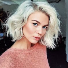 32 hairstyles that prove the freshness of the blonde haircut If you can not stay away from blunt hair like us, you'll love this article. We guess that no one knows how the blunt haircut of lo. Onbre Hair, Bob Rubio, Blonde Bob Hairstyles, Hairstyles 2018, Bob Haircuts, Hipster Hairstyles, Blonder Bob, Hair 2018, Grunge Hair