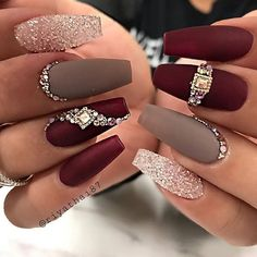Nail Art Ideas to spice up your manicure – Esther Adeniyi - Christmas nails Glam Nails, Fancy Nails, Bling Nails, Cute Nails, Pretty Nails, My Nails, Bling Nail Art, Gold Stiletto Nails, Sparkle Nails