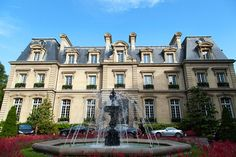 What are some of the best luxury hotels in Paris? Find out on theemasphere.com now! Xx #paris #luxuryhotels #travel #france #travelling #parisfashionweek #pfw #hotels #holiday