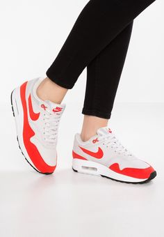 pretty nice d7078 643b0 AIR MAX 1 - Joggesko - vast grey habanero red   Zalando.no 🛒. Nike  Sportswear ...