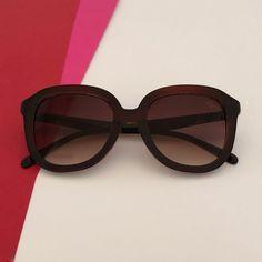 ebd0865bf Óculos de Sol feminino super estiloso com Proteção UV 400! E mais:  Acompanha um