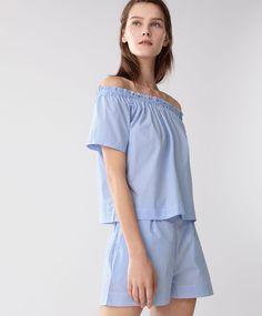 Pijama rayas, 19.99€ [ambas piezas se venden por separado] - Camiseta de manga corta con hombros al aire. Cuello elástico - Encuentra más tendencias primavera verano 2017 en Oysho.