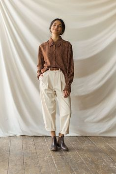 Vogue Fashion, Girl Fashion, Pretty Outfits, Cute Outfits, Frill Blouse, Monochrome Outfit, Hijab Fashion Inspiration, Hijab Outfit, Outdoor Outfit