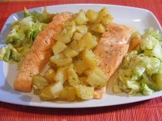 Salmon al vapor. Salmon Recipes, Fish Recipes, Baby Food Recipes, Seafood Recipes, Healthy Recipes, Food N, Food And Drink, Slow Cooker Recipes, Cooking Recipes