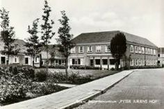 Bejaardencentrum 'Pyter Jurjens Hof' te Stiens; geopend in 1957 en vernoemd naar de weldoener/boer Pyter Jurjens (16juli 1751)