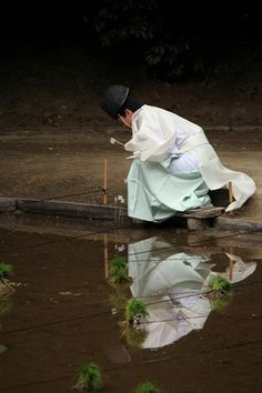 A man dressed in kariginu for the first rice planting of the year.