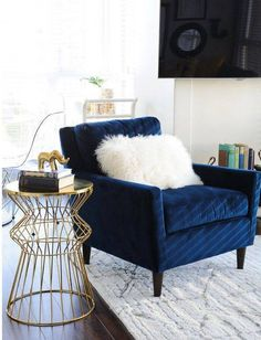 Unknown Blue accent chairs are a great way to spice up your living room. Whether you go with navy or baby blue, a blue accent chair can really give a nice pop to your space. Blue accent chairs are typically found in coastal homes, butRead Blue Velvet Chairs, Blue Accent Chairs, Navy Chairs, Blue Velvet Accent Chair, White Chairs, Gold Chairs, White Sofas, Navy Blue Sofa, Navy Blue Decor