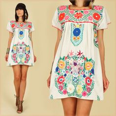 ViNtAgE 70's White PEACOCK Mexican Hand Embroidered MiNi Dress Tunic