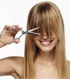 If you have no time to go to a hair salon to get your hair cut done. In this post, we have included few steps to cut your own hair. Keep reading to know how Bob Haircut For Fine Hair, Haircuts For Medium Hair, Diy Haircut, Haircuts For Long Hair, Short Hair Cuts, Medium Hair Styles, Curly Hair Styles, Cut Own Hair, Cut Hair At Home
