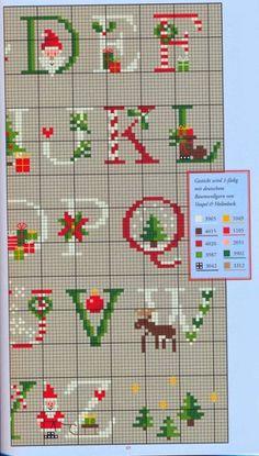Hobby lavori femminili - ricamo - uncinetto - maglia  schema punto a croce  alfabeto natale 7c2672fbf7bc