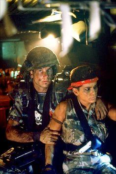 Aliens (1986) - Bill Paxton & Jenette Goldstein Saga Alien, Alien 2, Science Fiction, Fiction Movies, Aliens 1986, Aliens Movie, Alien Vs Predator, Predator Cosplay, Harry Dean Stanton