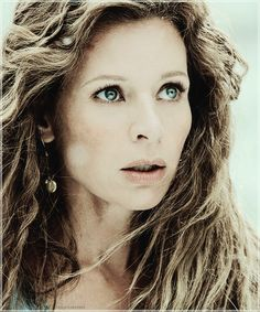 Jessaly Gilsig as Siggy, wife of Earl Haraldson, in Vikings ...................................................................................................................................................