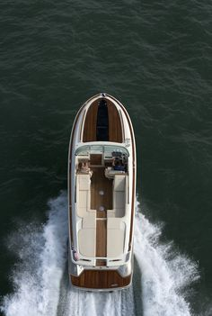 This boats to die for; sad Chris Craft is no more.  Chris Craft Corsair 32