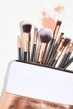 D Cosmetics Lux Vegan Complete Brush Set - routine Beauty Routine Checklist, Natural Beauty Remedies, Magical Makeup, Eye Makeup Tips, Makeup Products, Beauty Products, Makeup Steps, Wellness Products, Makeup Geek
