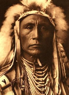Does Everything. Apsaroke (Crow). 1908. Photo by Edward S. Curtis.