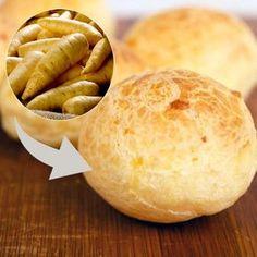 """Hoje vamos ensinar a famosa receita do Pão de Queijo Fake que esta rolando na web. O """"falso"""" pão de queijo que está literalmente bombando na web, e isso porque é feito sem leite, sem ov…"""