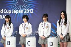 抽選会に出席した桜井玲香、生駒里奈、西野七瀬、宮澤成良(写真左から)。