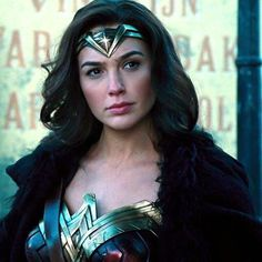 Gal Gadot as Wonder Woman in the movie Wonder Woman 2017 Gal Gadot Wonder Woman, Wonder Woman Movie, King Of Fighters, Gal Gabot, Dc World, Female Reference, Marvel Vs, Celebs, Celebrities