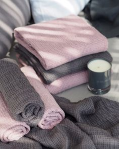 Balmuir Capri linen towels in shade Silver pink and Grey. #linen #towels #homedecor #scandinaviandesign #scandinavianhome #candle #luxuryhome #balmuir
