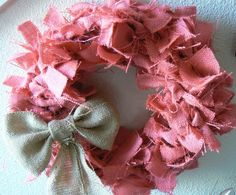 I am OBSESSED with this wreath for a little girls bedroom or bedroom door!
