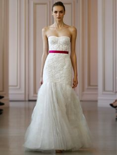 Look and feel sexy in this Oscar de la Renta - Bridal 2016 Look 1 Ember. Love the pop of color in the simple, satin belt. Keeps the emphasis on the gorgeous lace and mermaid skirt.