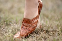 Leather Sandals Loafers Huarache - Womens Size 8 Caramel Baretraps Leather Shoes - Vintage Woven Leather