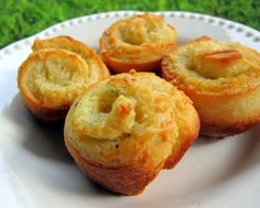 Garlic Roll Cupcake    •1 can (12 count) refrigerated breadsticks  •1/4 cup butter, softened  •1 tsp garlic bread seasoning (Johnny's)  •1 Tbsp grated parmesan cheese  •shredded parmesan cheese