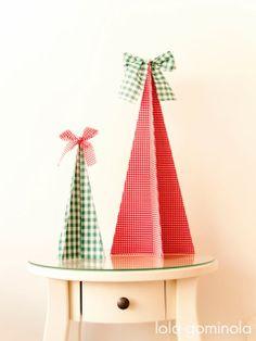 Lola Gominola: DIY Árbol de Navidad con cartulina y tela