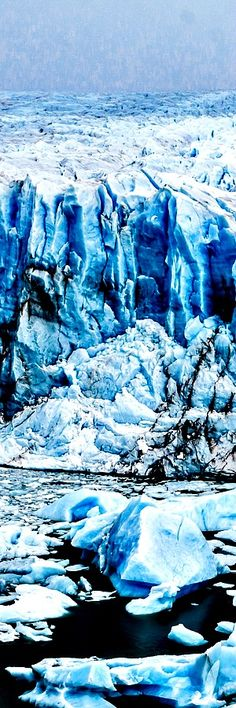 10. Perito Moreno Glacier, El Calafate, Argentina The 250 km2 (97 sq mi) ice formation, and 30 km (19 mi) in length, is one of 48 glaciers fed by the Southern Patagonian Ice Field located in the Andes system d with Chile. This ice field is the world's third largest reserve of fresh wate