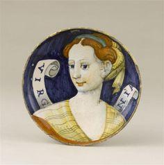 Musée d'Ecouen - Coupe sur pied: femme en buste et banderole. ECL2234. Vers 1530-1540. Avers. CASTELDURANTE (origine) Ht 0.06 Diamètre: 0.2 m.