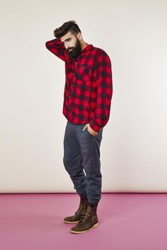Joggers are getting more popular and if you're a fan of them, they are perfect for the colder weather. Enjoy our collection of men's joggers for inspiration. Flannel Outfits Summer, Lazy Outfits, Best Mens Flannel Shirts, Fashion Moda, Mens Fashion, Fashion Tips, Lumberjack Style, Mens Joggers, Sweatpants