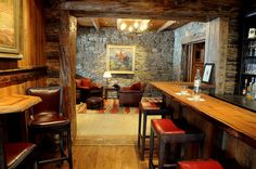 Bar-ideas-family-room-rustic-with-stone-wall-sitting-room-5.jpg (990×658)