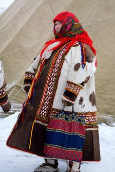 Now that is how to dress for the weather! (I love her scarf) A Khanty woman in traditional dress at a Spring festival in the village of Pitlyar. Yamal, Western Siberia, Russia --How I want to dress everyday until April-- We Are The World, People Around The World, Folk Costume, Costumes, Tribal Dress, Fashion Corner, Spring Festival, Native American Art, World Cultures