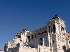 El Monumento a Víctor Manuel II se construyó a finales del s. XIX en honor al primer monarca después de la reunificación italiana. http://www.viajararoma.com/lugares-para-visitar-en-roma/monumento-a-victor-manuel-ii/  #turismo #Roma